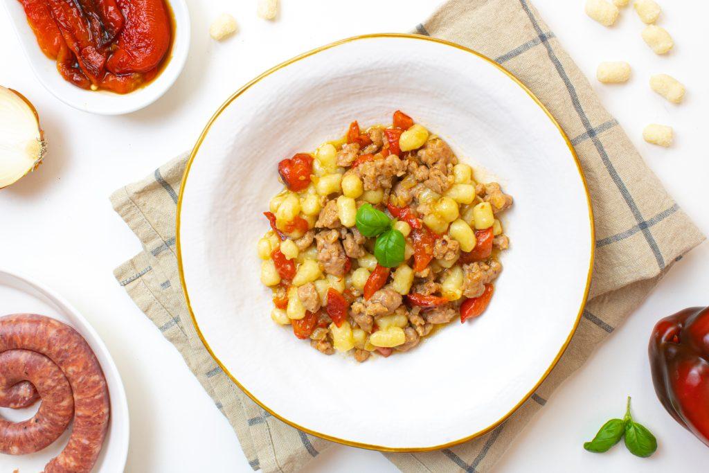 gnocchetti di patate salsiccia a e peperoni